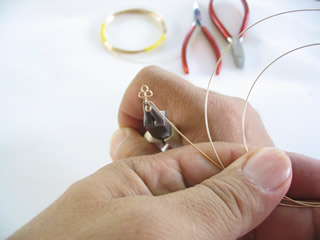 creating the wire jewelry